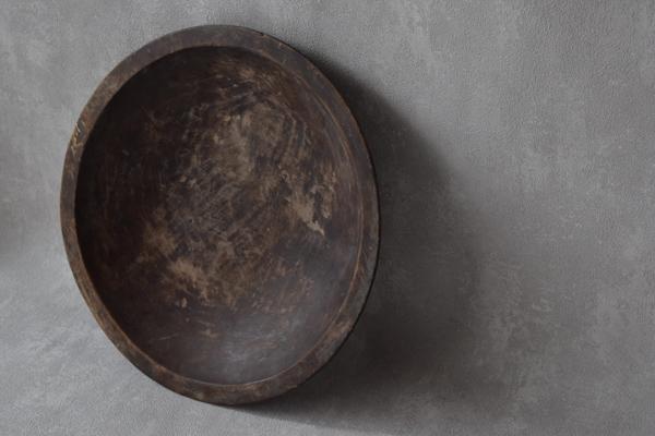 ca-koのウェブサイトです。四季折々の道草。心にとまった身近な草花を、小さな発見を楽しみながら出会った器に合わせています。古い木の器です。